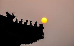 Китайская деталь крыши на заходе солнца Стоковое Изображение RF
