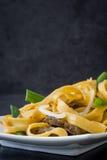 китайская еда Mein чау-чау говядины на черном камне Стоковое фото RF