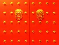 Китайская красная дверь Стоковые Фотографии RF