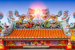 Китайская крыша виска, архитектура старой святыни фарфора красочная Стоковое Изображение RF