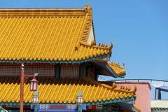 Китайская крыша виска на голубой предпосылке Стоковые Фотографии RF