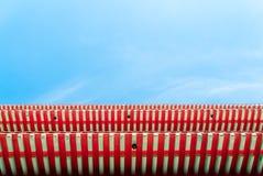 Китайская крыша с голубым небом Стоковая Фотография RF
