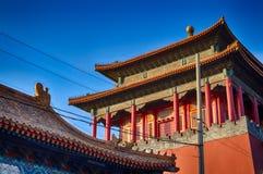 китайская крыша традиционная национальный тип Готовое яркое знамя Стоковые Изображения RF