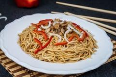 Китайская лапша с мясом Стоковые Изображения