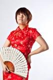 Китайская модель в традиционном платье Cheongsam Стоковая Фотография RF