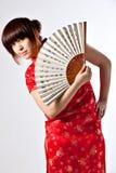 Китайская модель в традиционном платье Cheongsam Стоковая Фотография