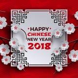 Китайская Нового Года поздравительная открытка 2018 с белой богато украшенной рамкой, деревом цветка Сакуры/вишни, красным фоном  Стоковое Изображение RF