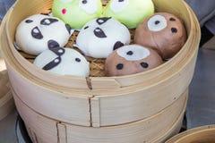 Китайская плюшка на корзине Стоковое Изображение