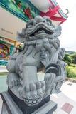 Китайская скульптура льва на китайском виске Стоковое Изображение RF