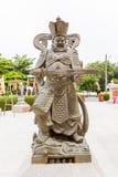 Китайская статуя бога с его шпагой Стоковое Изображение