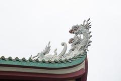 Китайская статуя головы дракона изолированная на белой предпосылке Стоковая Фотография