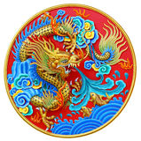 Китайская статуя дракона на белом пути клиппирования Стоковое Фото