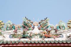 Китайская статуя дракона на крыше Стоковые Фото