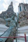 Китайская статуя ратника на Wat Arun Стоковые Фотографии RF