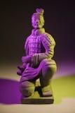 Китайская статуя солдата терракоты (пинк и желтый цвет) Стоковые Изображения RF