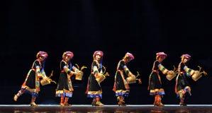 Китайская танцулька Qiang этническая Стоковая Фотография RF