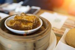 Китайская тусклая сумма в бамбуковой коробке распаровщика Стоковые Изображения