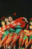 Китайская фольклорная танцулька: горячие девушки Стоковые Фото