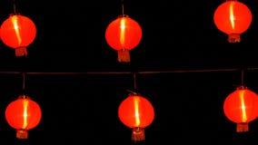 китайские бумажные фонарики 4K в ноче украшенные для китайского торжества Нового Года сток-видео
