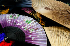 Китайские вентиляторы на таблице стоковые фото
