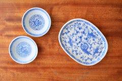 Китайские голубые и белые блюда Стоковые Изображения RF