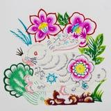 китайские зайцы вырезывания цвета завертывают зодиак в бумагу Стоковая Фотография RF