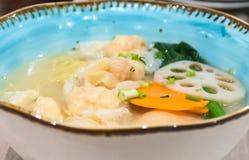 Китайские лапши супа с варениками креветки Стоковая Фотография