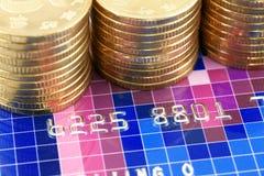 Китайские монетки с кредитной карточкой Стоковая Фотография