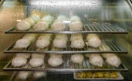 Китайские плюшки при различный заполнять испаренный в коммерчески паре стоковое изображение
