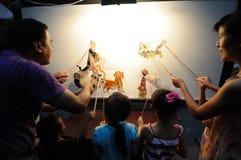 Китайские представления игры тени детей Стоковое Фото