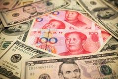 Китайские примечание юаней и u S вектор иллюстрации элемента доллара конструкции предпосылки Стоковые Фотографии RF
