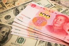 Китайские примечание юаней и u S вектор иллюстрации элемента доллара конструкции предпосылки Стоковые Изображения RF