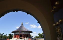 Китайские стародедовские дверь и здание стоковое фото rf