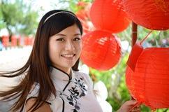 китайские счастливые детеныши женщины стоковые изображения
