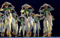 китайские танцоры фольклорные стоковые фото