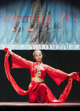 Китайские танцы девушки на этапе Стоковое Фото