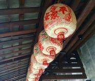 китайские фонарики Деревянная крыша стоковая фотография rf