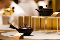 Китайские чайники на выставке стоковые изображения rf