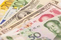Китайские юани, европейские примечания евро и американские доллары Стоковое Изображение RF