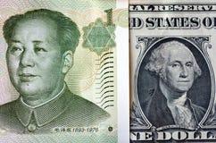 Китайские юани на американском долларе Стоковое Изображение