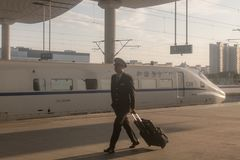 Китайский быстроходный поезд в станции стоковые изображения