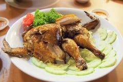 Китайский весь крупный план жареного цыпленка Стоковое фото RF