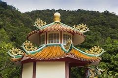 Китайский висок на острове в джунглях стоковое изображение
