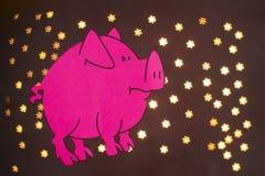 Китайский год знака зодиака свиньи, свинья отрезка бумаги пинка, С Новым Годом! 2019 год на черной предпосылке с красивым bokeh иллюстрация штока