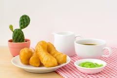 Китайский десерт; глубокая зажаренная ручка теста Стоковые Фото