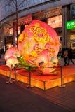 Китайский Новый Год обезьяны настроил перед роскошных магазинов в Пекине Стоковые Фото