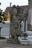 Китайский попечитель на въездных воротах на Wat Pho стоковое изображение