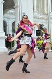 Китайский танцор выполняет на Istana в Сингапуре стоковые изображения