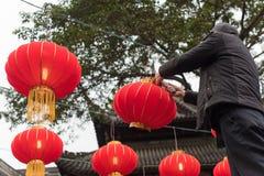 Китайский техник заменяя шарик Стоковые Изображения RF