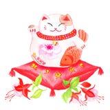 Китайский удачливый кот сидя на красной подушке с фуксией и wav Стоковая Фотография RF